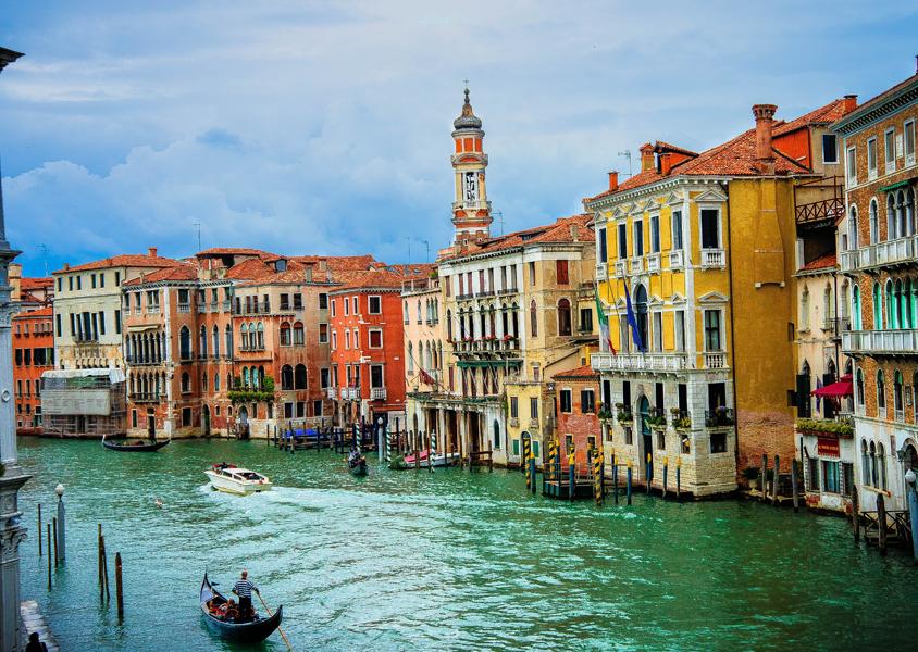 乘贡多拉游览威尼斯.jpg