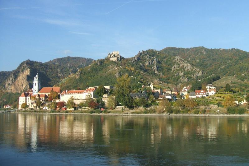 蓝色多瑙河旁的圆舞曲.jpg