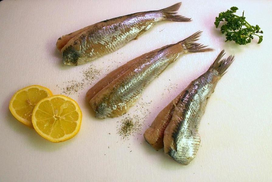 生吃鲱鱼.jpg