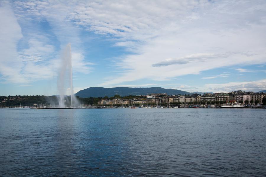 船游日内瓦湖.jpg