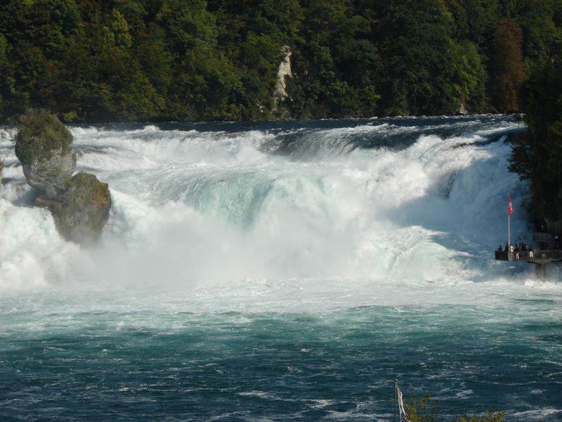 观赏莱茵瀑布之美.jpg