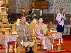 泰国十世国王加冕仪式,70万民众参加盛典_泰国旅游_泰国自由行