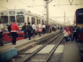 印度尼西亚旅游的时候,坐什么交通工具比较方便呢?火车,公交车,出租车,摩托车等详细介绍