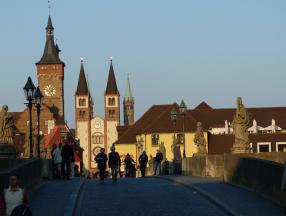 德国旅游必玩项目详细介绍,包括慕尼黑啤酒节,柏林墙,德国的教堂艺术等等