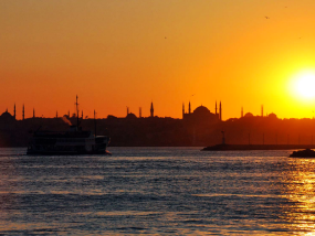 伊斯坦布尔博斯普鲁斯海峡日落巡游