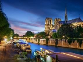 法国巴黎塞纳河游船